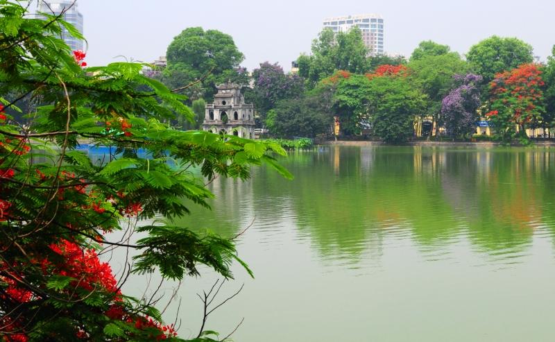 Một góc hồ Hoàn Kiếm.
