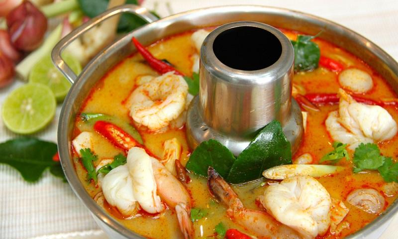 Tom yum (canh chua) đặc trưng ẩm thực miền Trung của Thái Lan